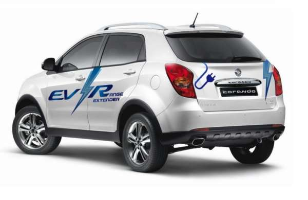 Ssangyong-Korando-C-EV-R-rear-three-quarters-2014-image-2