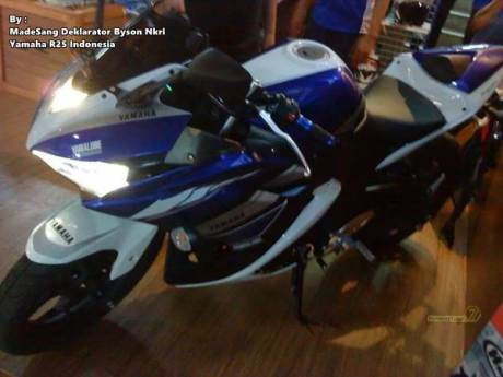 Yamaha-R25-Special-Edition-MotoGP-Livery