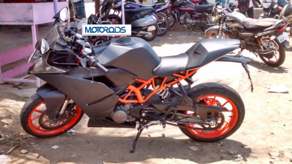 KTM RC 390, RC 200 and Bajaj Pulsar 200 SS spied