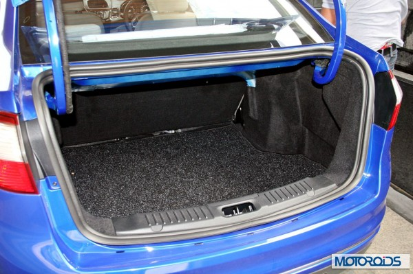 new 2014 Ford Fiesta boot (2)