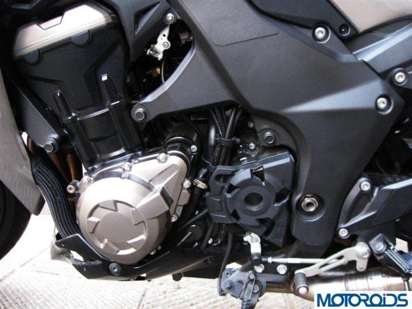2014 Kawasaki Z1000 engine left side view