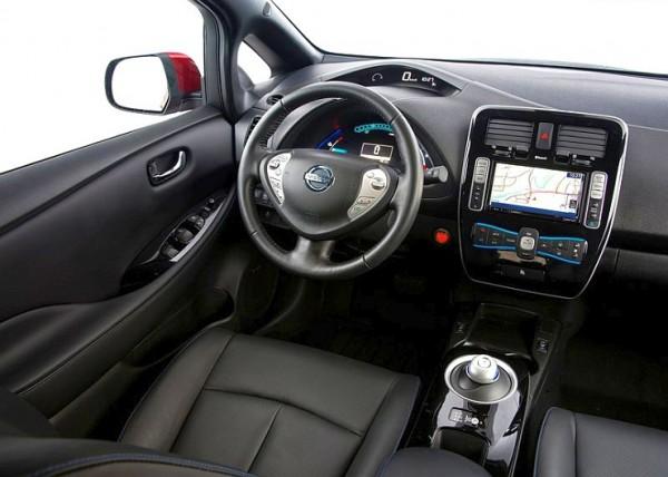 2014-Nissan-Leaf-Electric-Car-3