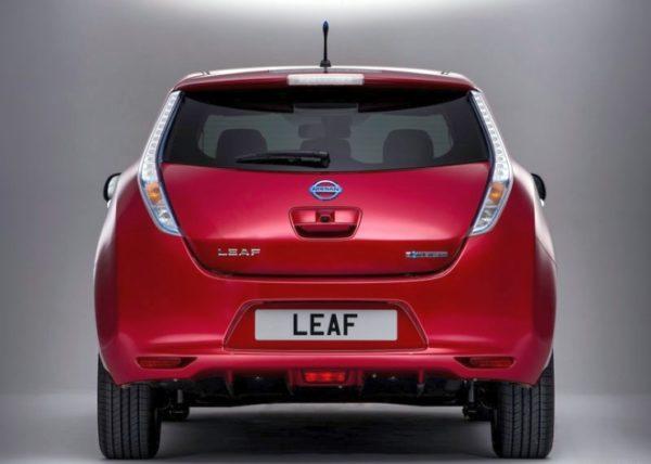 2014-Nissan-Leaf-Electric-Car-4