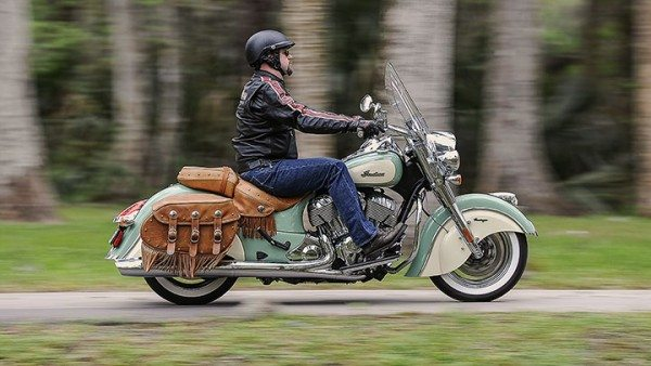 2015-Indian-Motorcycles-Chief-Two-Tone-Color-images-1