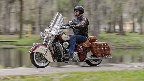 2015-Indian-Motorcycles-Chief-Two-Tone-Color-images-6