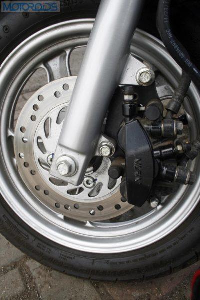 The 190mm Nissin disc brake inspires confidence