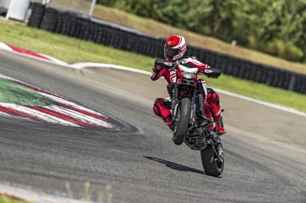 Ducati-Hypermotard-2015-Image-Gallery-4