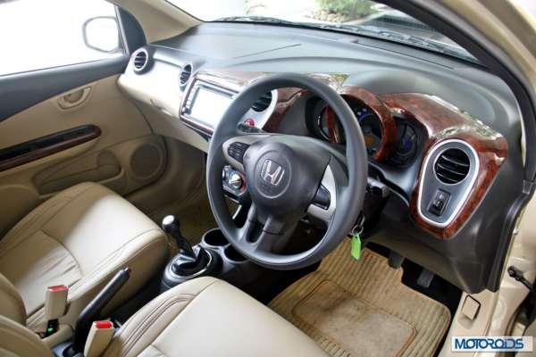 Honda Mobilio interior exterior (41)