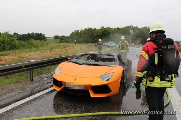 Lamborghini-Aventador-Germany-burnt-images-1