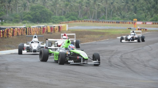 Vikash Anand leads in MRF FF1600