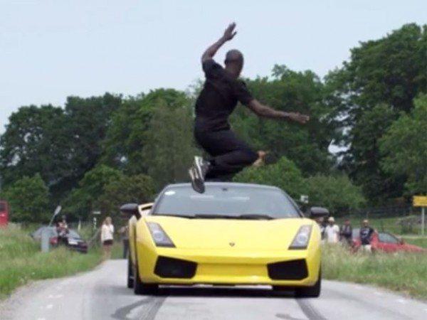 guy-jumps-over-lamborghini