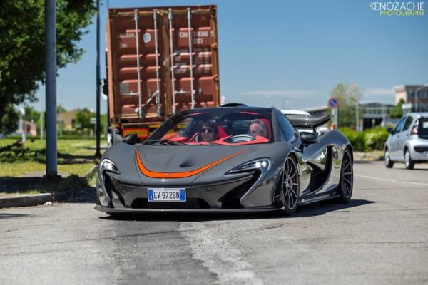 horacio-pagani-drives-a-mclaren-p1-smells-like-huayra-nurburgring-benchmarking-83450_1