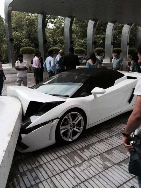 lamborghini-gallardo-spyder-crash-delhi (4)