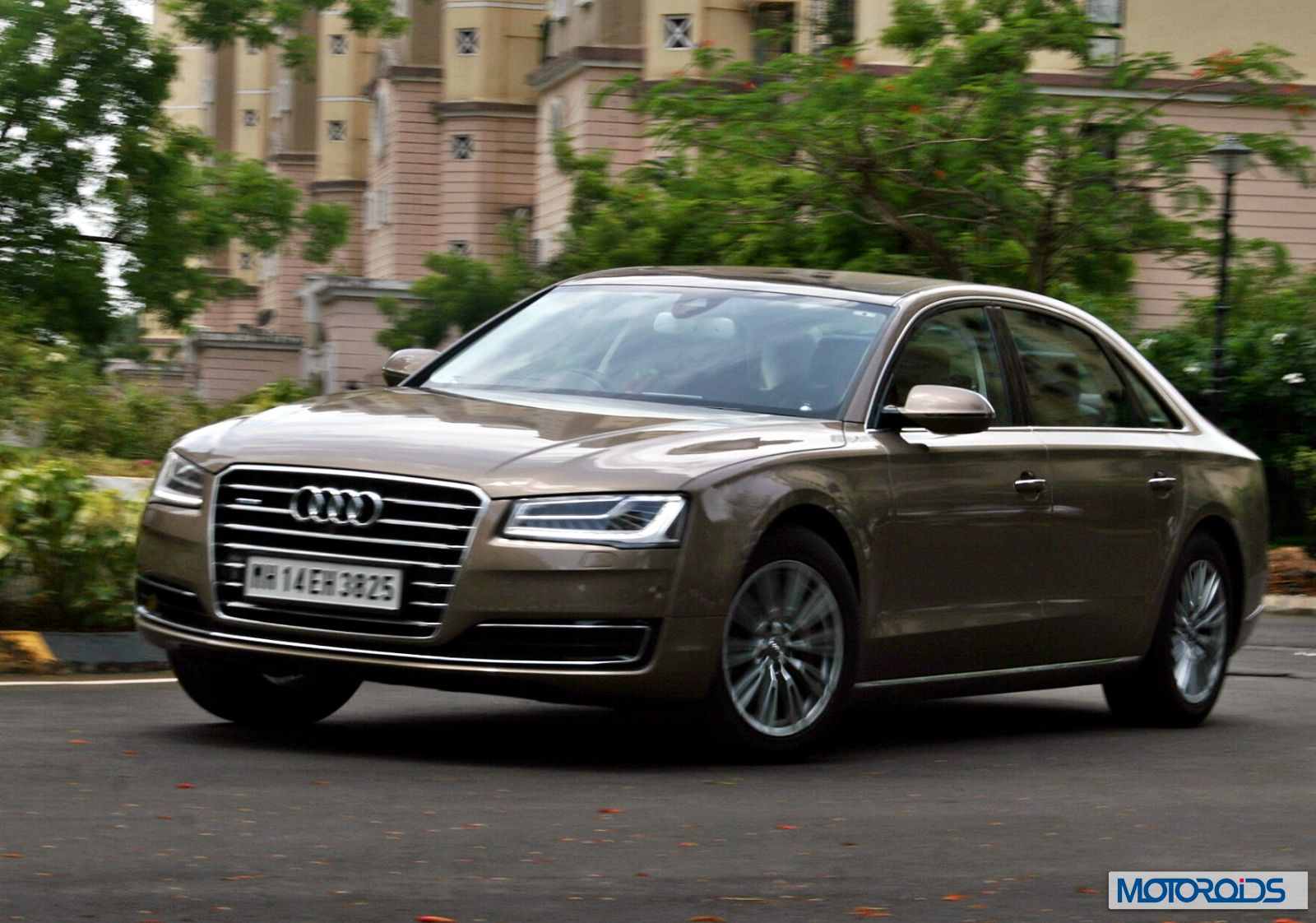 2014 audi a8l 3 0 tdi india review luxe life motoroids. Black Bedroom Furniture Sets. Home Design Ideas