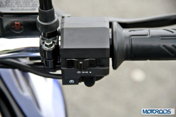 2014 Bajaj Dscover switchgear (1)