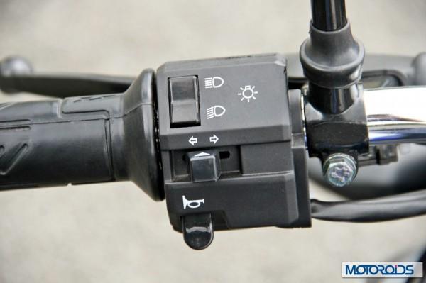 2014 Bajaj Dscover switchgear (2)