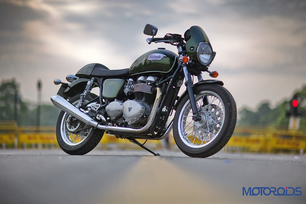 the 2014 triumph thruxton reviewed time machine motoroids. Black Bedroom Furniture Sets. Home Design Ideas