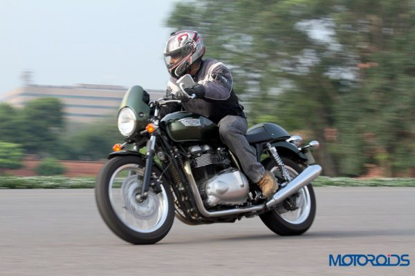 2014 Triumph Thruxton in action (9)