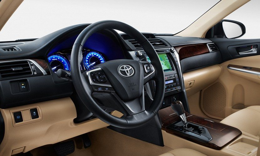 new 2015 toyota camry facelift unveiled images and details motoroids. Black Bedroom Furniture Sets. Home Design Ideas
