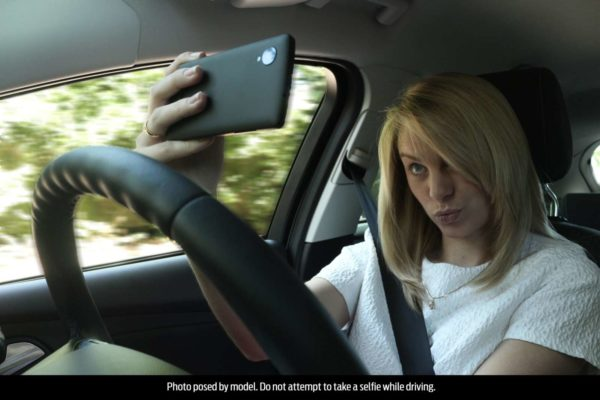 Ford-Survey-Selfie-While-Driving-2