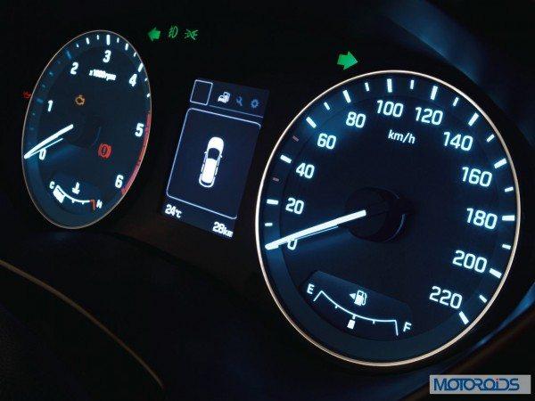 Hyundai Elite i20Advanced informative supervision cluster 2