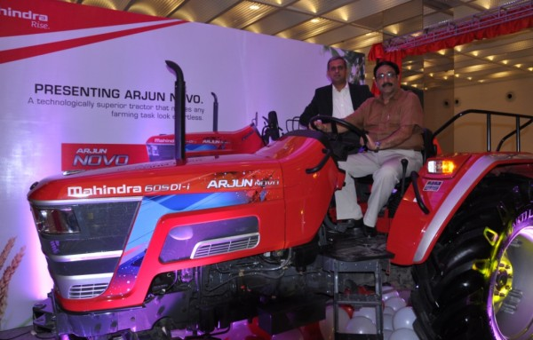(L-R) Mr. Ravindra Shahane, Vice President, Marketing, Farm Equipment Sector, Mahindra & Mahindra Ltd and Mr. Vijay Sharma - Vice President - Sales - Zone1, Farm Division, Mahindra & Mahindra Lt