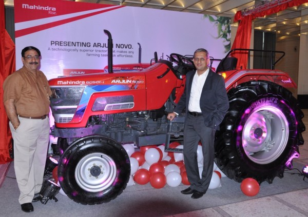 (L-R) Mr. Vijay Sharma - Vice President - Sales - Zone1, Farm Division, Mahindra & Mahindra Ltd. and Mr. Ravindra Shahane, Vice President, Marketing, Farm Equipment Sector, Mahindra & Mahindra L