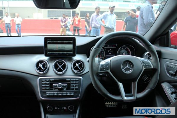 Mercedes CLA45 AMG instruments (2)