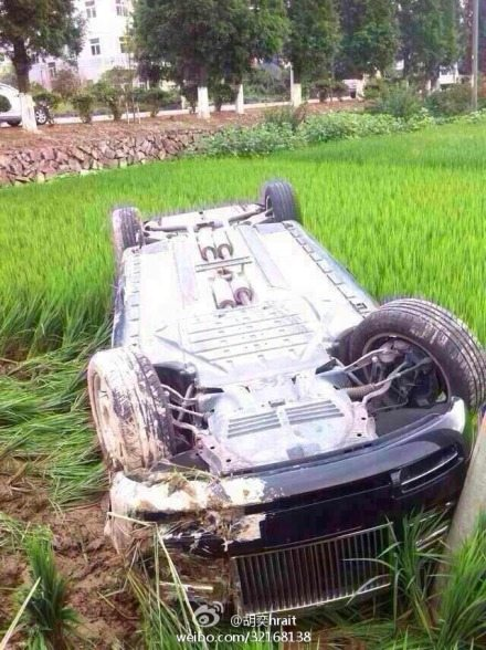 Rolls Royce Phantom in a paddy field (4)