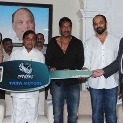 Tata Motors and Singham Returns team gifts two Tata Sumo UV's to the Mumbai Police