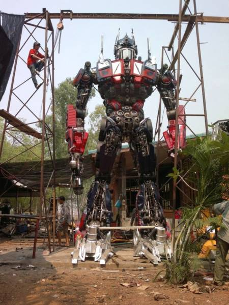 optimus-prime-made-from-car-parts-in-thailand