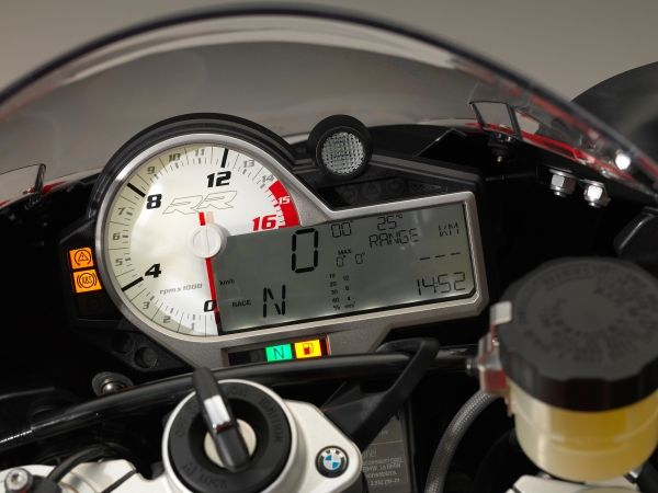 2015-BMW-S-1000-RR-Official-Images (19)