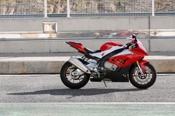 2015-BMW-S-1000-RR-Official-Images (4)