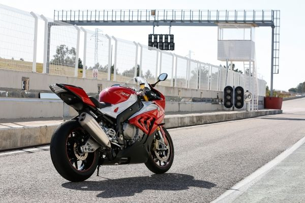 2015-BMW-S-1000-RR-Official-Images (6)