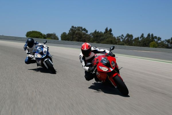 2015-BMW-S-1000-RR-Official-Images (7)