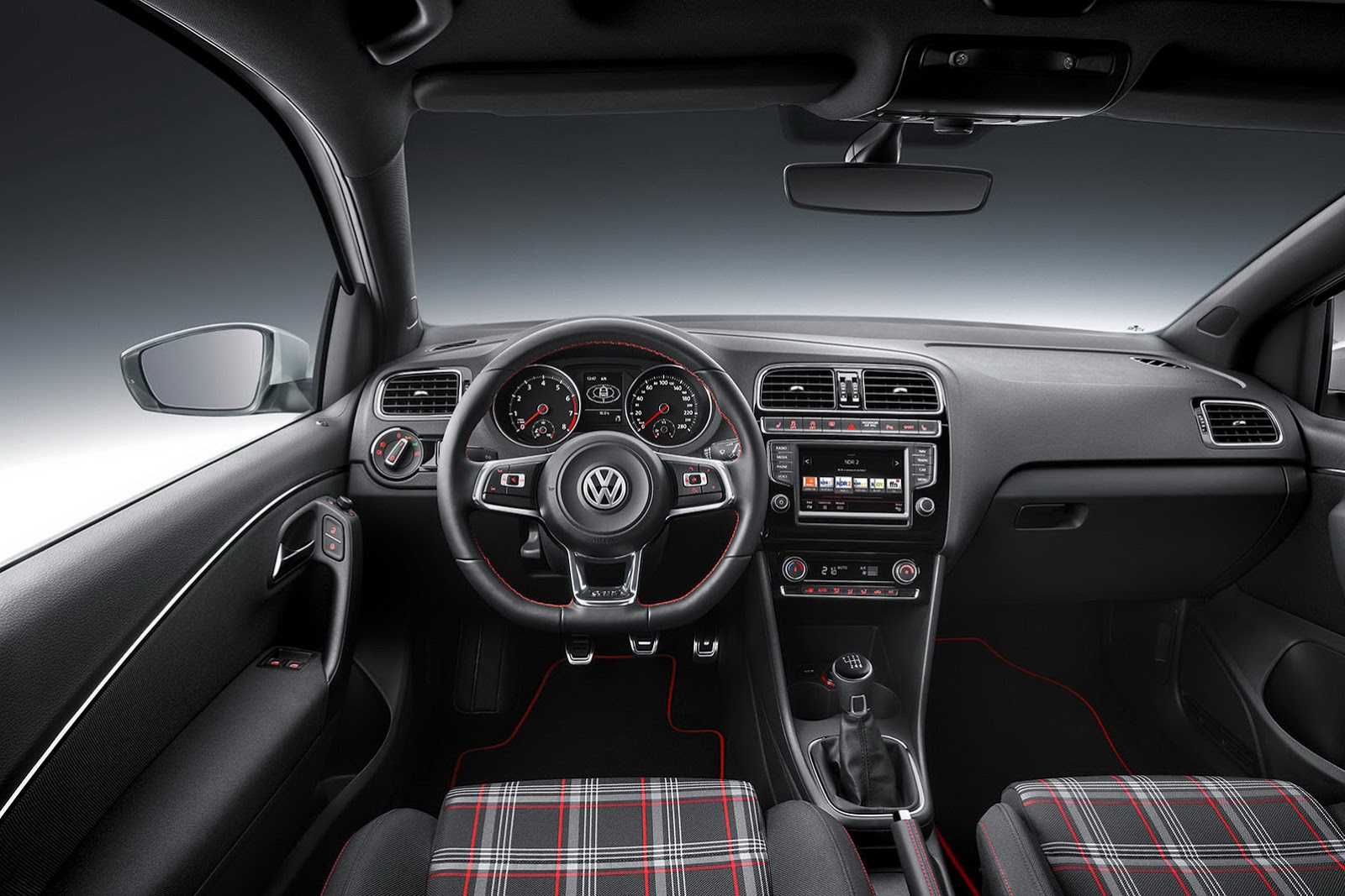 2015 Volkswagen Polo GTI revealed (10)