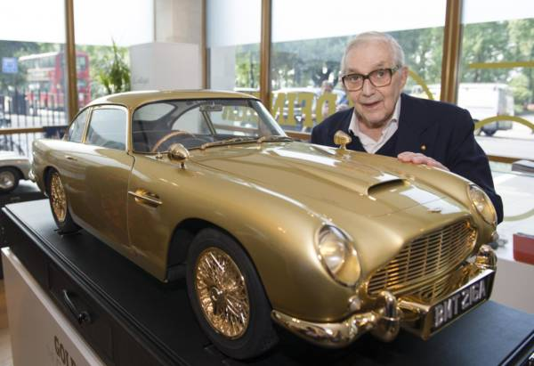 Gold Plated Aston Martin DB5 scale model sells for 55 Lakh Rupees (3)