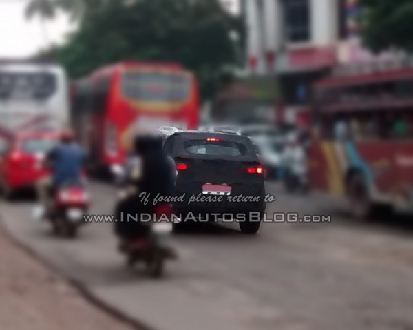 Hyundai-ix25-Spied-in-India (2)