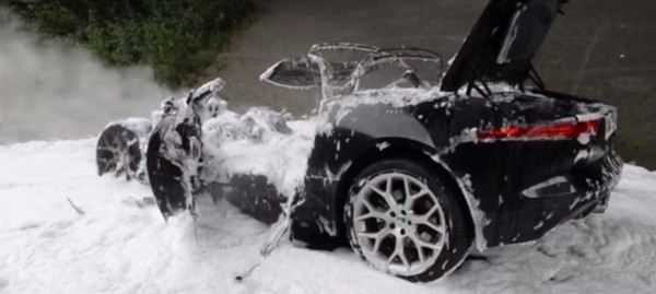 Jaguar-F-Type-Catches-fire-in-Germany