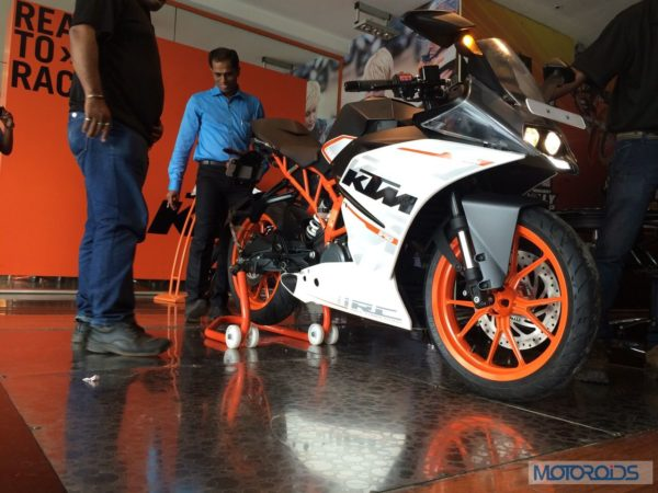 KTM-RC390-At-Dealership (2)