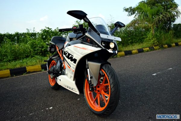 KTM-RC390-Review-Front-Three-Quarter