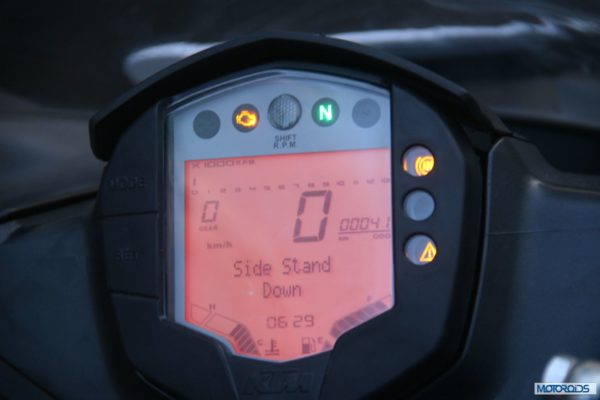 KTM-RC390-Review-Instrument-Cluster (2)