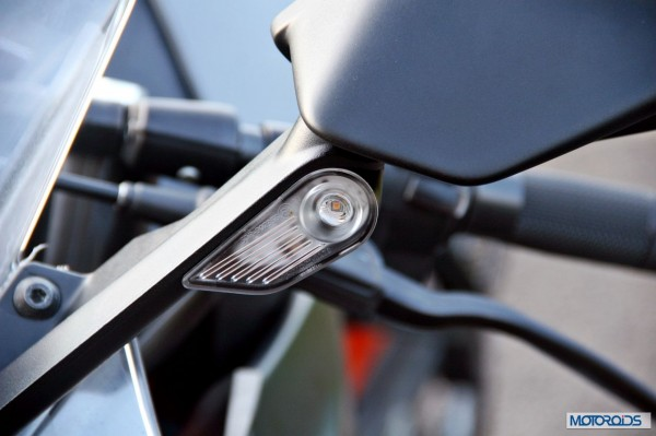 KTM-RC390-Review-Mirror-Integrated-Turn-Indicator