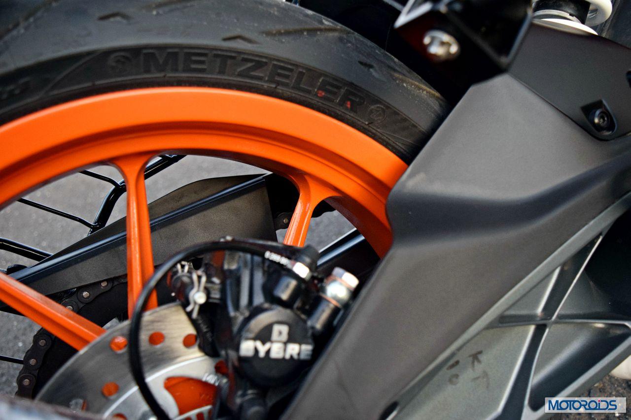 Ktm Rc390 Review Rear Tyre Brakes Motoroids Com