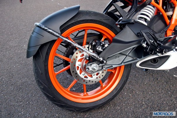 KTM-RC390-Review-rear-Brake-Swingarm-Exhaust