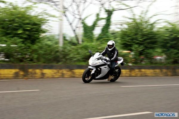 KTM RC390 vs Kawasaki Ninja 300 vs KTM Duke 390 (102)