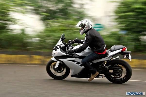 KTM RC390 vs Kawasaki Ninja 300 vs KTM Duke 390 (104)