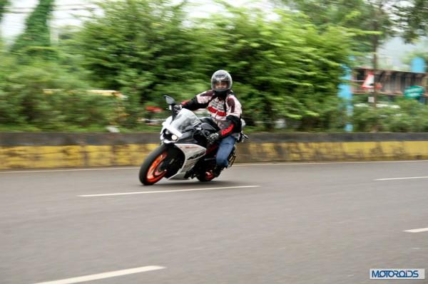 KTM RC390 vs Kawasaki Ninja 300 vs KTM Duke 390 (106)