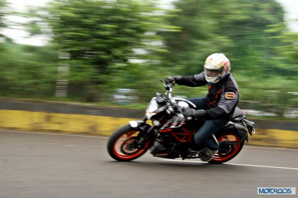 KTM RC390 vs Kawasaki Ninja 300 vs KTM Duke 390 (111)