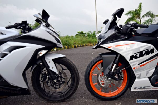 KTM RC390 vs Kawasaki Ninja 300 vs KTM Duke 390 (26)